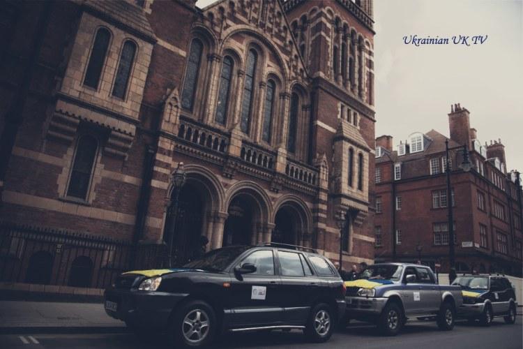 British Ukrainians crowdsource three cars, send to Ukraine's frontlines