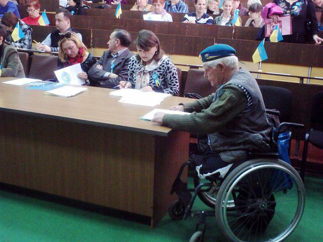 Volunteers awarded their disabled colleague who collected 300 thousand hryvnia for ATO fighters. PHOTOS