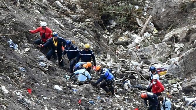 Germanwings crash: Co-pilot Lubitz 'researched suicide'