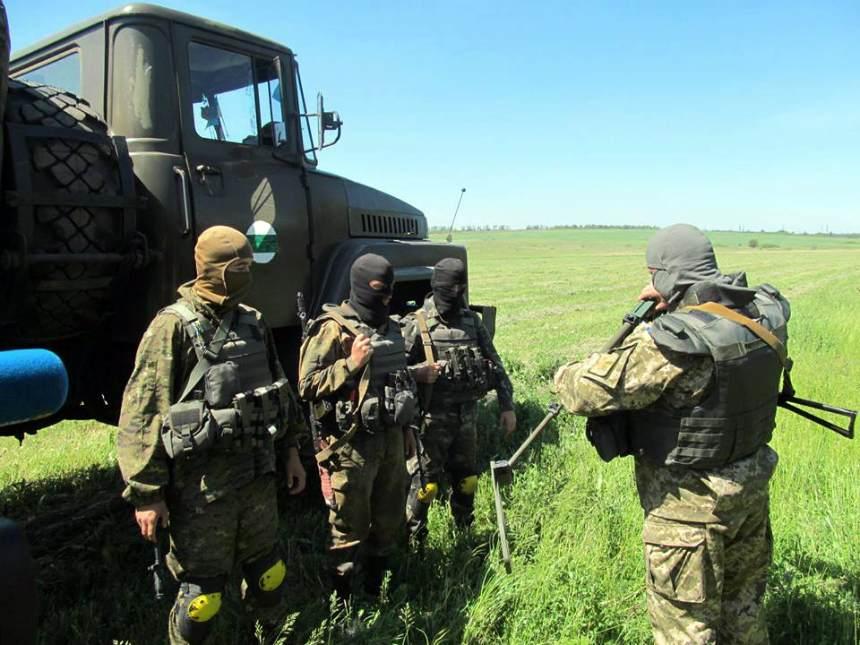 Ukrainian soldier killed in four-hour Shyrokyne shelling. PHOTOS