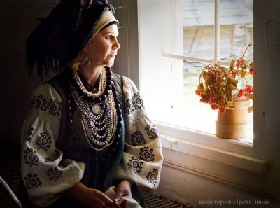 Incredible photo shoot mothers, wives and sisters ATO soldiers in Ukrainian costumes (Photos)