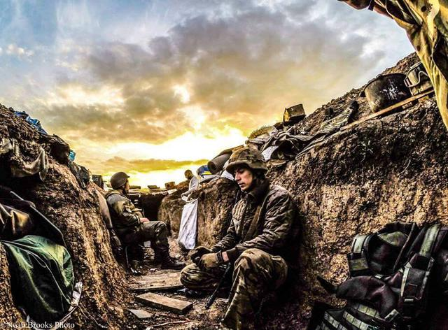 «War, faces, situations»: American photographer posted images from front line in Shyrokyne (PHOTOS)