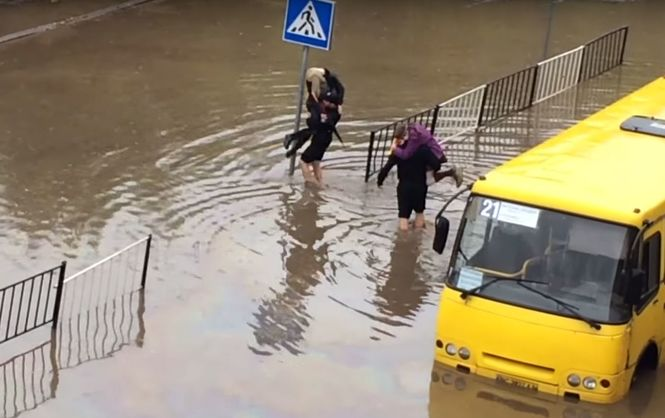 Ukraine's new Lviv police save bus passengers from flood waters (photo, video)