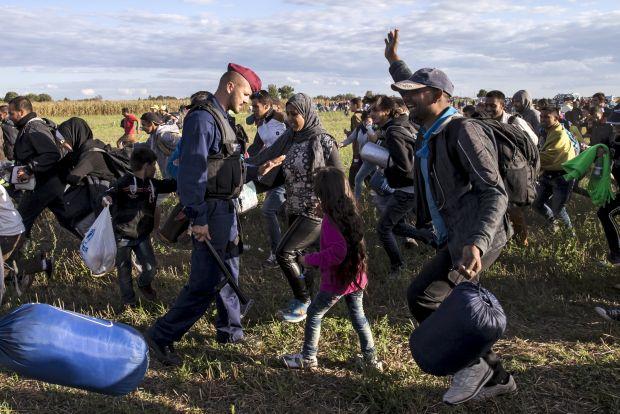 Migrant crisis: record 4,000 cross Hungarian border