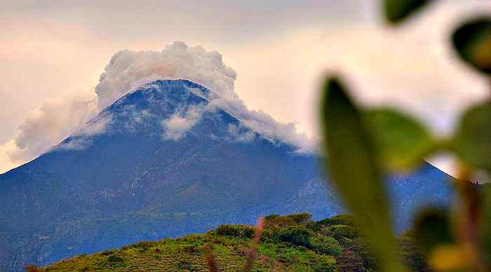 Two Mexican volcanoes erupt, shooting ash, smoke into sky (PHOTOS, VIDEOS)