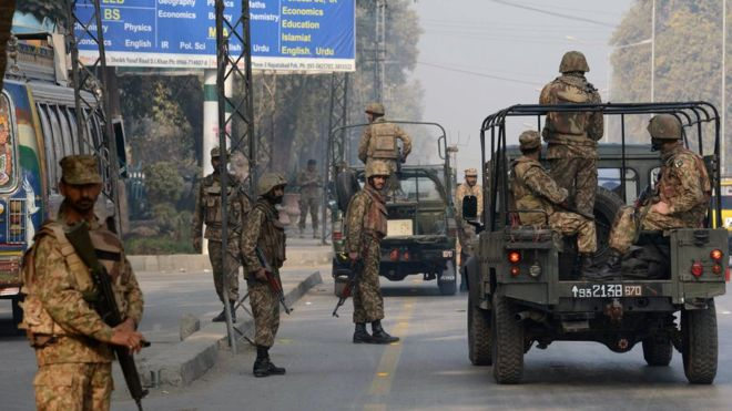Gunmen attack Pakistan air force base in Pesha