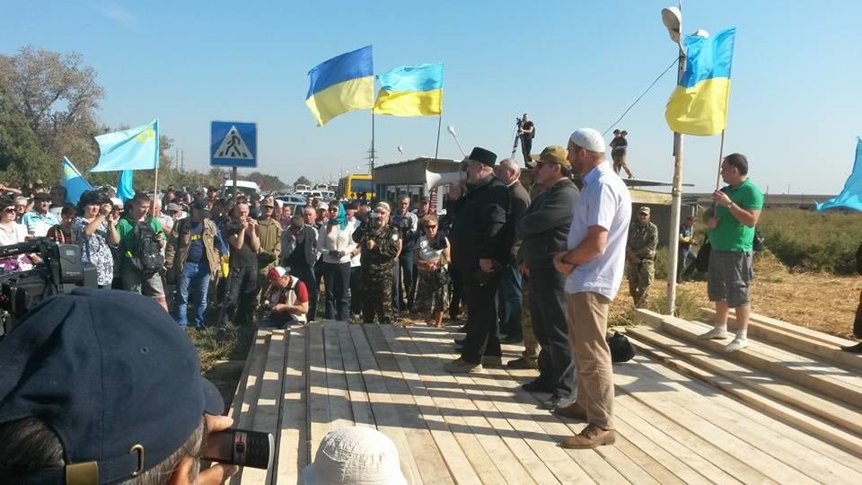 Happening Now: Crimean Tatars blockade crossing to Russian-occupied Crimea (live updates)