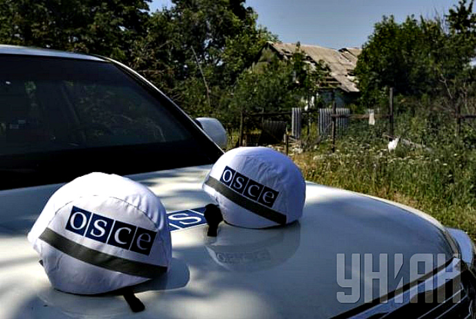 OSCE: Three Ukrainian soldiers abducted by 10 people in military uniforms in two cars