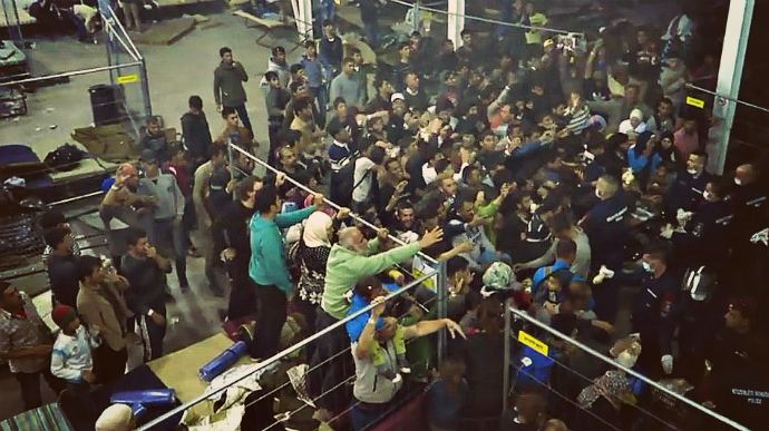 Hungarian police caught on video tossing food at refugees (video)