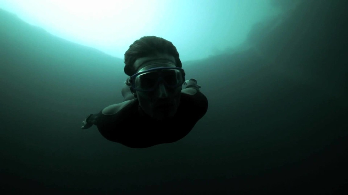 The man who dives the deepest blue hole in the ocean (photos/video)