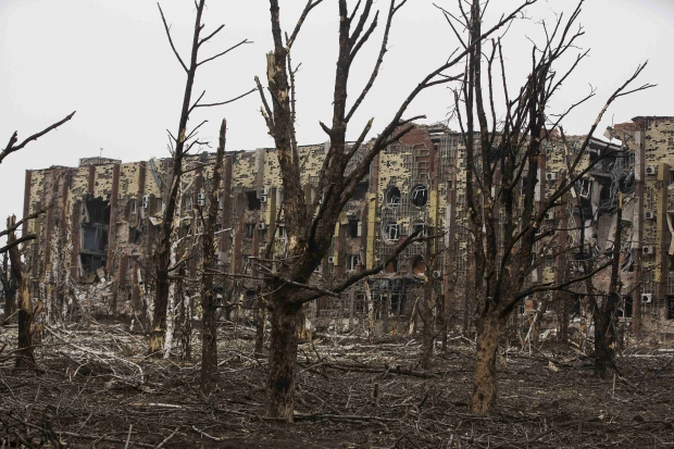 War-torn Pisky near Donetsk airport sees new fights