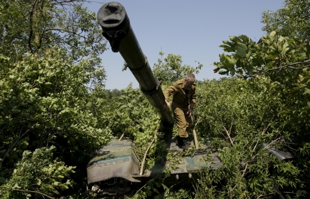 OSCE: «LPR» militants pull back 30 tanks from contact line