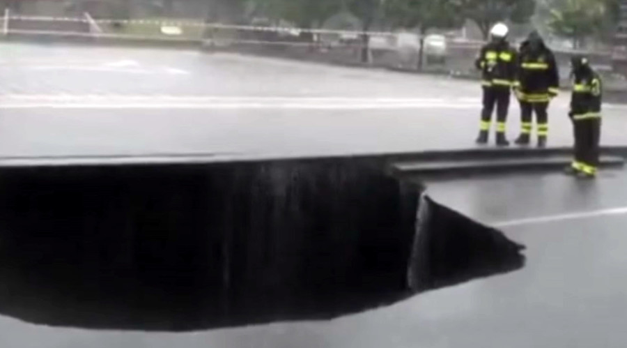 Monstrous sinkhole swallows car in Sicily moments after parking (VIDEO)