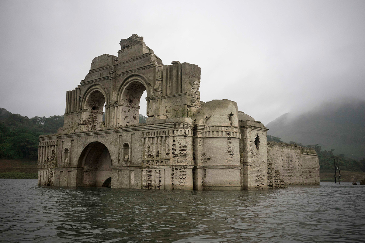 Drought uncovers 400-year-old church in Mexican reservoir (VIDEO)
