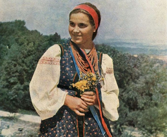 100 years ago: amazing Ukrainian embroidered suits, luxurious necklaces and wreaths (PHOTOS)
