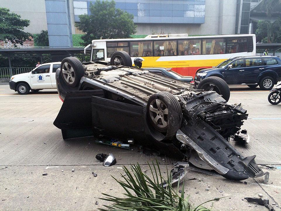 Car figures in 'self-accident' at EDSA SM Megamall