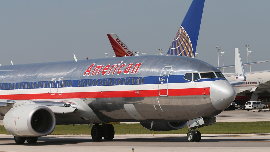Co-pilot lands plane safely after American Airlines pilot dies on flight