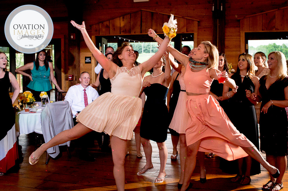 girls-leaping-to-catch-bouquet