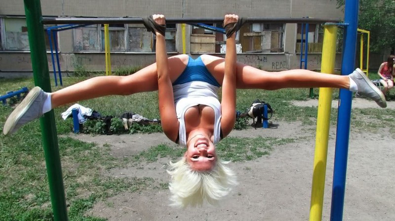 30 Pictures of Creepily Flexible People