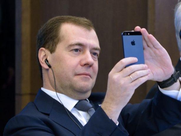 DmitryMedvedev and Nikolai Baskov made a funny selfie