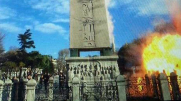 Video shows chaos after explosion in Istanbul square