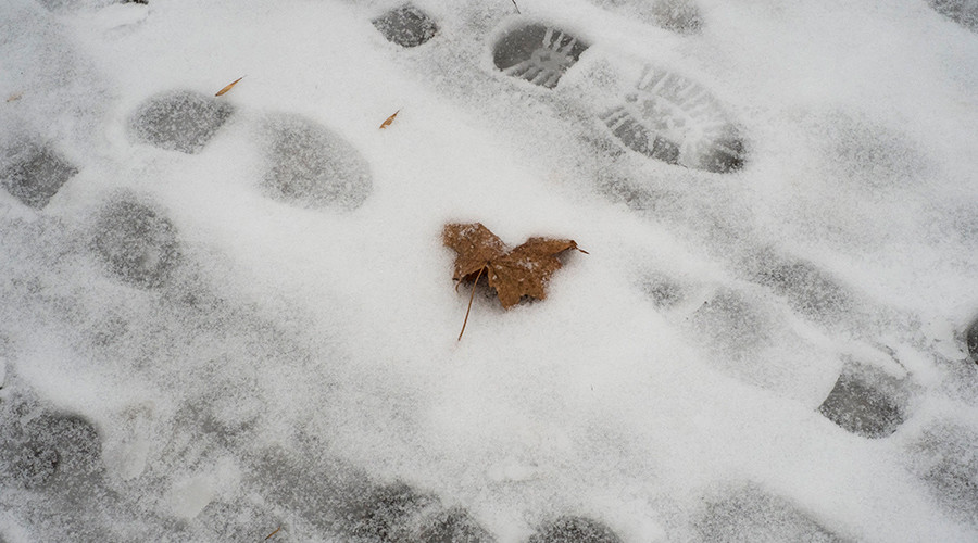 Mastermind criminal leads police to door by leaving footprints in the snow
