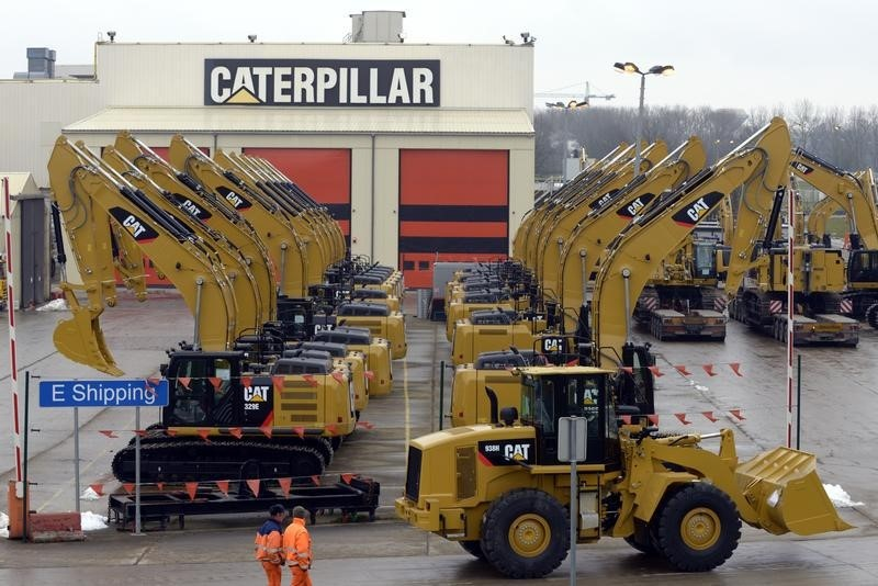 Caterpillar Cuts 2016 Sales, Earnings Outlook, Posts Lower First-Quarter Profit