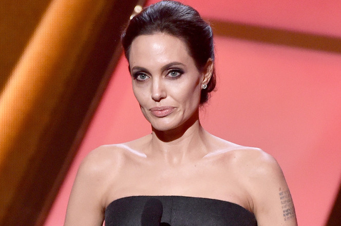 'Scary' Skinny Angelina Jolie Only Weighs 79 Pounds, Claim Experts: Can Brad Pitt Get Her Help Before It Is Too Late?