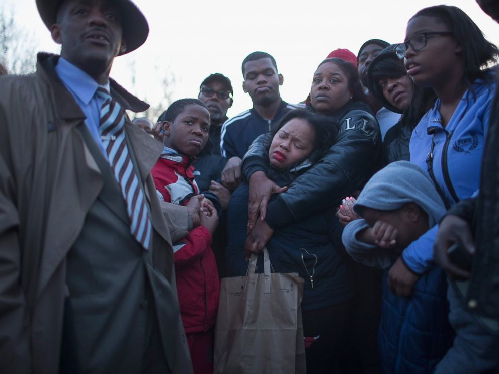 GTY_chicago_unrest_01_as_160413_4x3_992