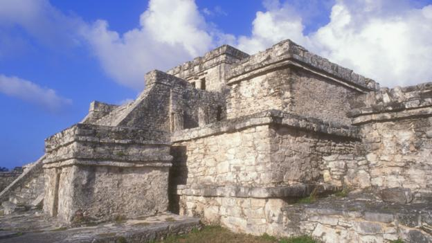 AA03C0 El Castillo at the Mayan ruins at Tulum Quintana Roo Mexico