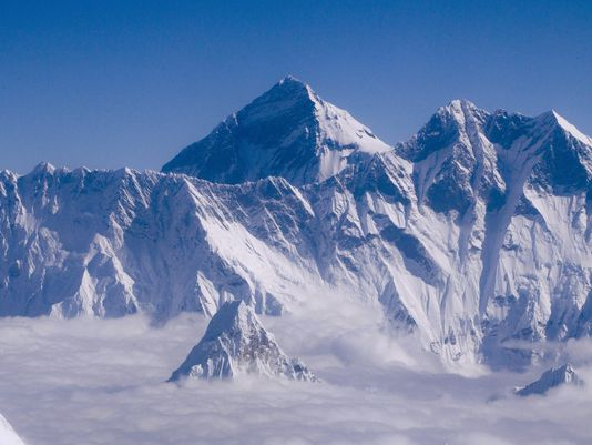 2 climbers die on way down Everest