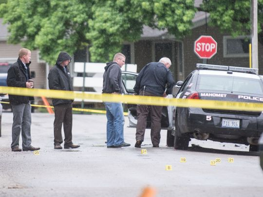FBI agent wounded in Ill. shootout; police shooting suspect killed
