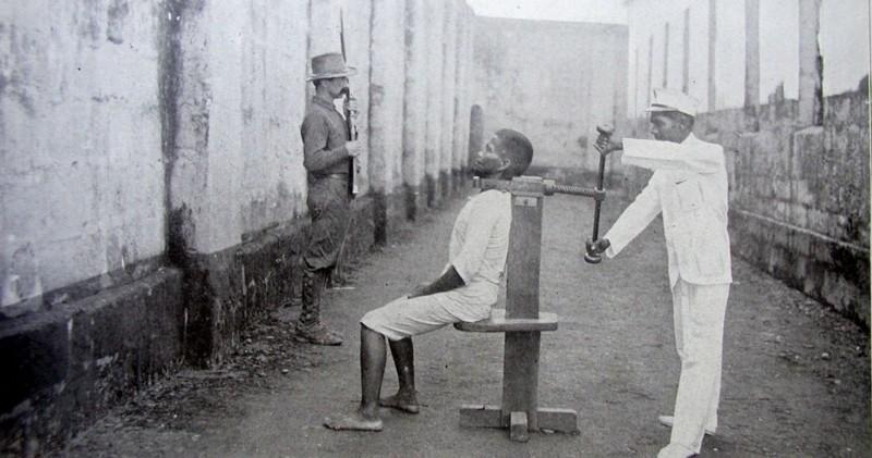 14 самых страшно шокирующих орудий пыток всех времен (15 фото)