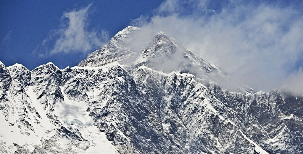 Mount Everest: Thirty climbers sick on Everest after two deaths