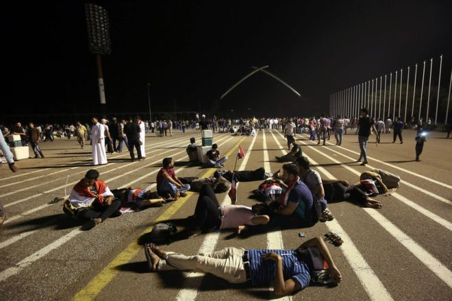 Iraq Shia protesters camp out in Green Zone after storming