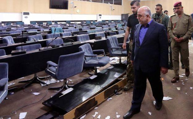 Iraq protests: PM Haider al-Abadi orders arrest of parliament protesters