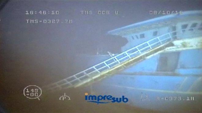 _89684430_underwater
