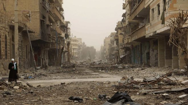 Syria conflict: IS 'overruns hospital in Deir al-Zour'