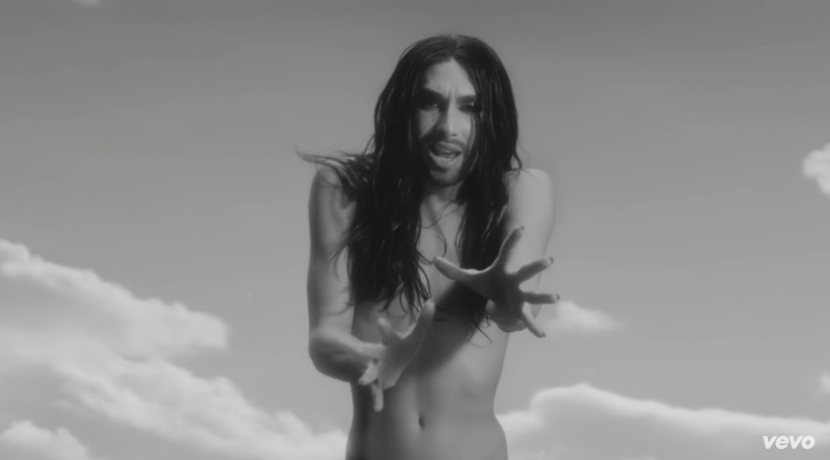 Conchita-Wurst-shirtless-naked