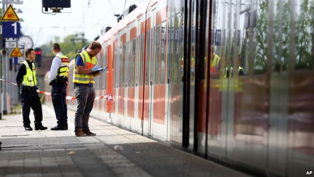 One Dead, Three Wounded in Stabbing in German Train Station