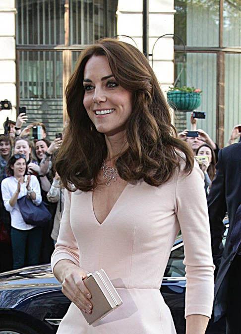 Kate-arrives-pink-dress-530011
