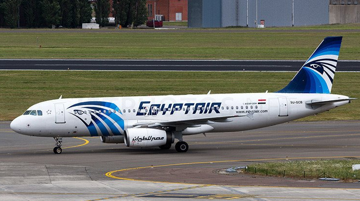 EgyptAir crash: Plane 'made sharp turns before plunge'