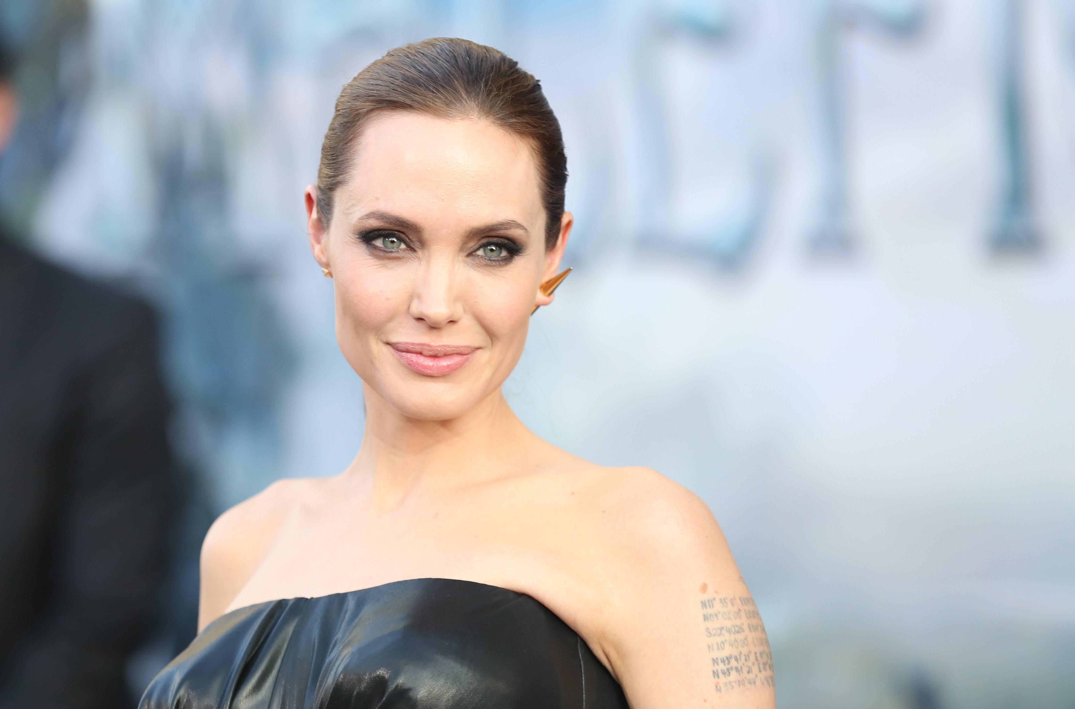 Angelina Jolie now weighs 35 kilograms