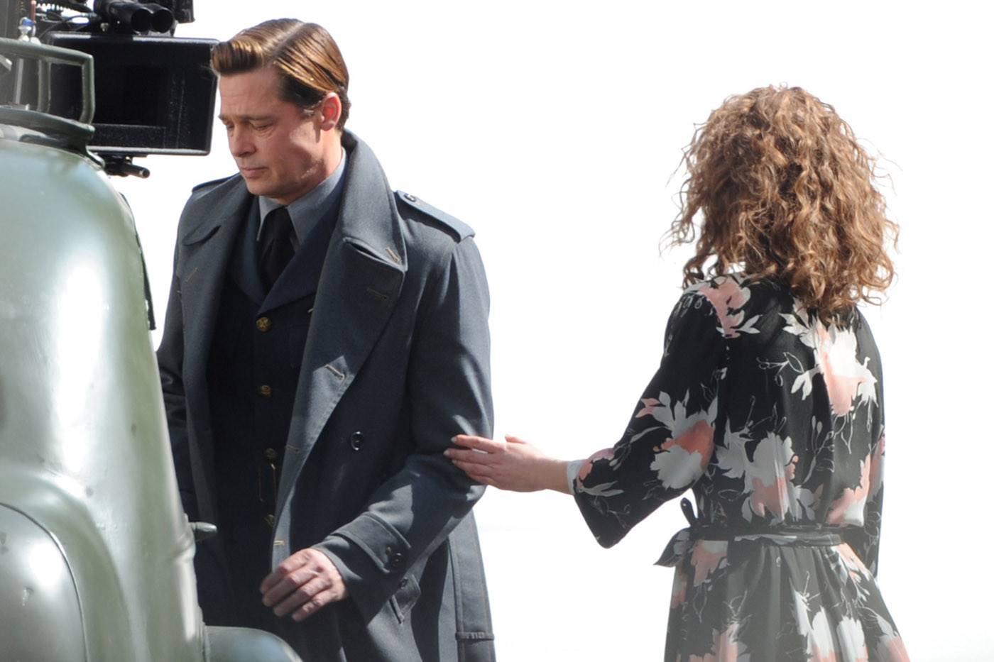 ** RESTRICTIONS: ONLY UNITED STATES, BRAZIL, CANADA ** London, UNITED KINGDOM - London, UK - Brad Pitt and co-star Lizzy Caplan on set filming