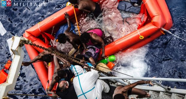 European migrant crisis:: Shipwrecks 'kill up to 700 migrants'