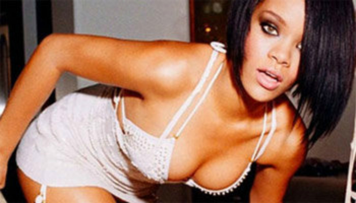 Rihanna showed a frank tattoo on her ass (Photo +18)
