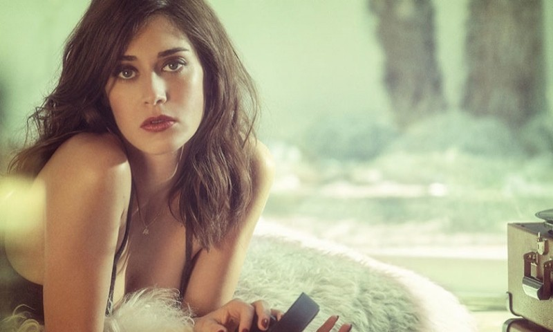 lizzy-caplan-playboy-july-august-2015-photo-shoot01-800x480
