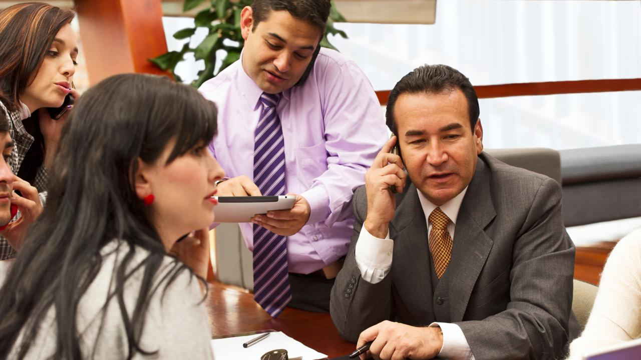 CWJ8T1 Hispanic business people in meeting