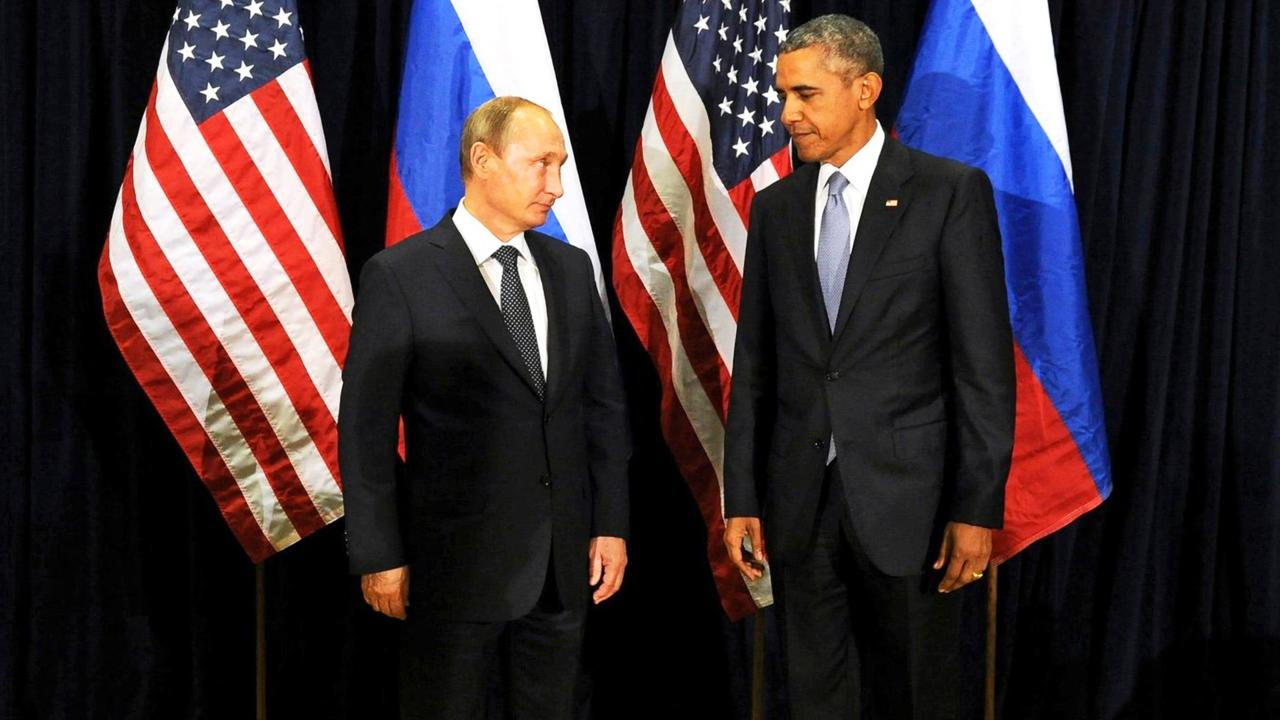 F3K4P7 Russian President Vladimir Putin meets with U.S. President Barack Obama on the sidelines of the general assembly at U.N. headquarters September 28, 2015 in New York City, NY.