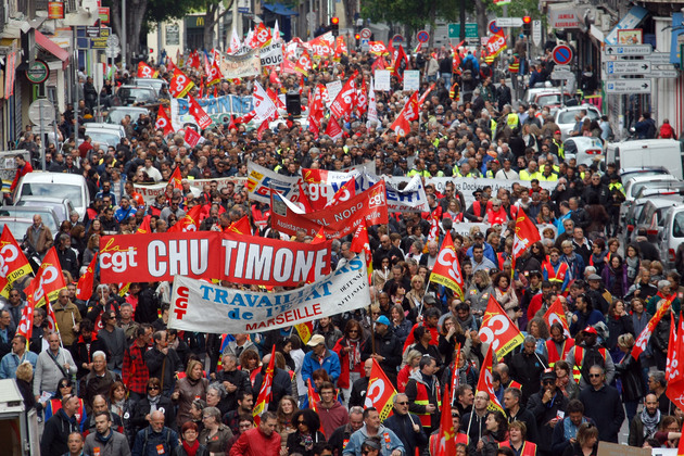 France labour dispute: Rail workers strike as protests continue